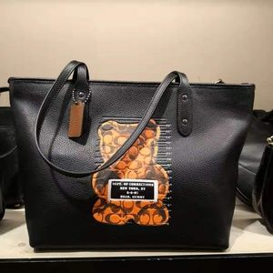 Coach CITY ZIP TOTE WITH VANDAL GUMMY
